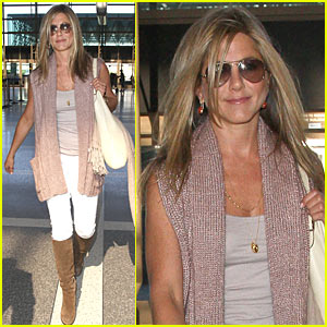 Jennifer Aniston Heads to Harrod's