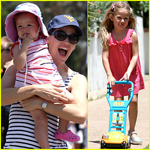 Violet & Seraphina Affleck: July 4th Family Fun!