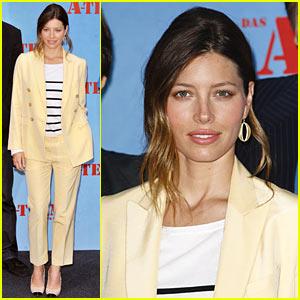 Jessica Biel: Mellow Yellow Suit!
