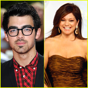 Joe Jonas is Hot in Cleveland!