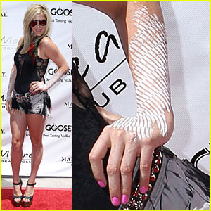 Ke$ha Paints Her Forearms