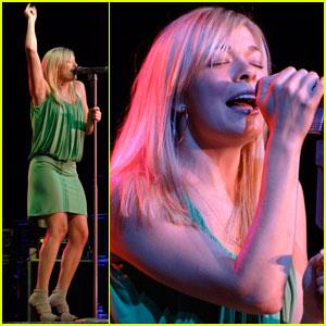 LeAnn Rimes Sings for Santa Ynez