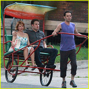 Michelle Williams & Seth Rogen: Rickshaw Ride!