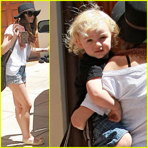 Ashlee Simpson: Bonding with Bronx!