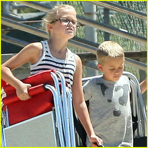 Ava Phillippe & Deacon Take Their Pooch to the Park!
