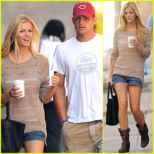 Brooklyn Decker Cheers Andy On at the US Open