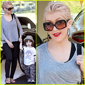 Christina Aguilera: Ferrari Shopping Spree!