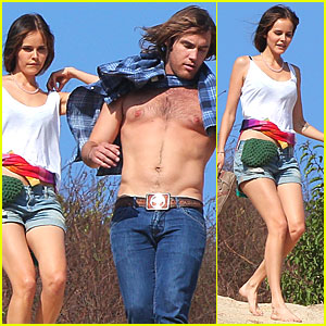 Isabel Lucas: Hike with Shirtless Boyfriend!