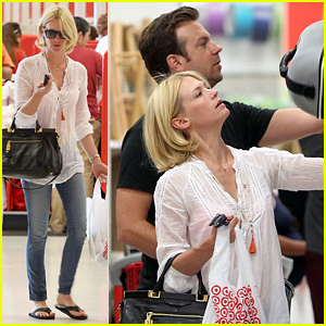 January Jones & Jason Sudeikis: Karaoke Date Night!