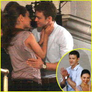 Justin Timberlake & Mila Kunis: Kissing at Grand Central!
