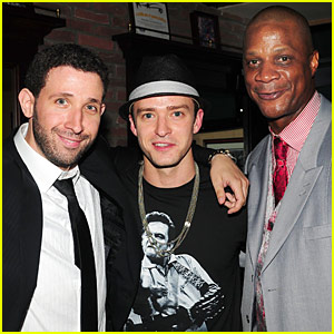 Justin Timberlake: Strawberry's Sports Grill Grand Opening!