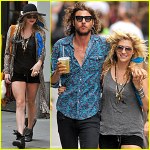 Ke$ha & Alex Carapetis: Soho Sweethearts