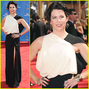 Lauren Graham - Emmys 2010 Red Carpet