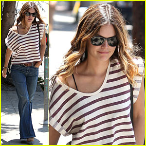 Rachel Bilson: Costco Shopping Spree!
