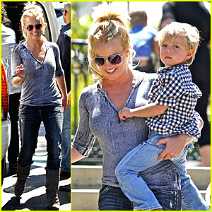 Britney Spears: Johnny Rockets with Jayden!