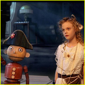 Elle Fanning: The Nutcracker in 3D Trailer!