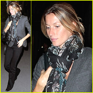 Gisele Bundchen Plays In Paris