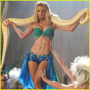 Glee: 'Britney/Brittany' Stills Before Tomorrow's Episode!