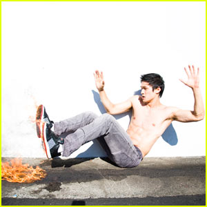 Shirtless Harry Shum Jr.: Feet on Fire!