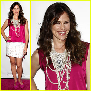 Jennifer Garner Pops at Pink Party
