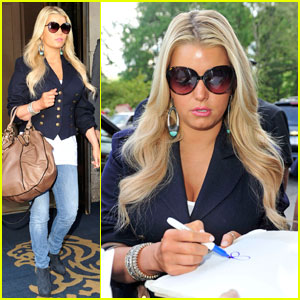 Jessica Simpson: Off to See the Troops!