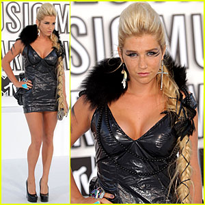 Ke$ha - MTV VMAs 2010 Red Carpet