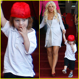 Christina Aguilera: Hotel Checkout with Max