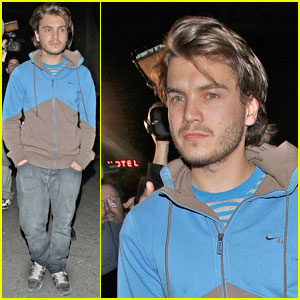 Emile Hirsch: Hollywood Casual Clubgoer