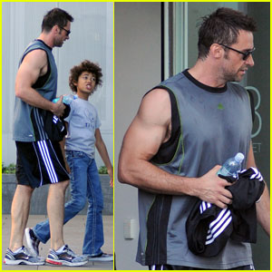 Hugh Jackman: Gym Trip with Ava and Oscar!
