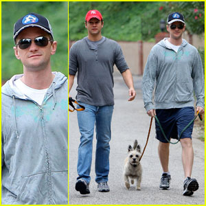 Neil Patrick Harris &#038; David Burtka: Daddy and Dog Duty!