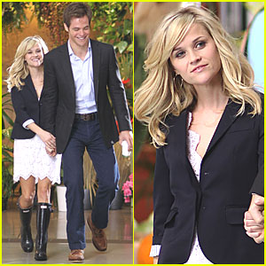 Reese Witherspoon & Chris Pine: Holding Hands on Set!