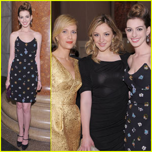 Anne Hathaway: Natural History Museum Gala with SNL Girls!