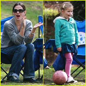 Jennifer Garner is Violet's Soccer Mom