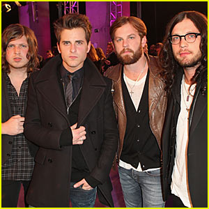 Kings of Leon: MTV EMAs 2010 with Rihanna!