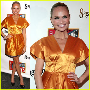 Kristin Chenoweth Skips Halloween for Broadway!