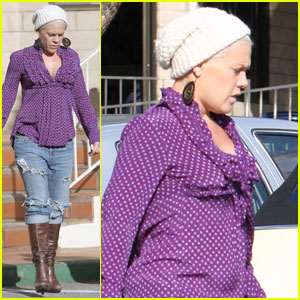 Pink: Mommy-to-be at the Movies!