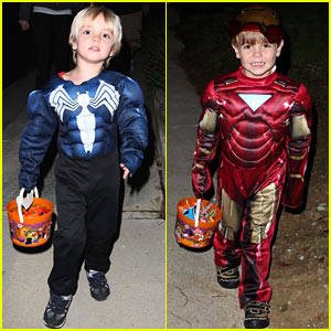 Sean and Jayden Federline: Trick-or-Treating with Dad!