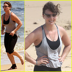 Abbie Cornish: Beach Workout Woman
