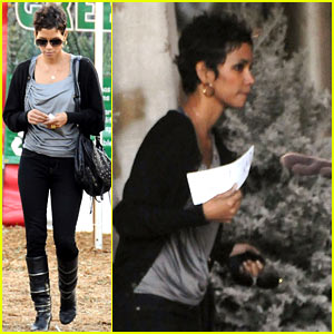 Halle Berry: Christmas Tree Shopper!