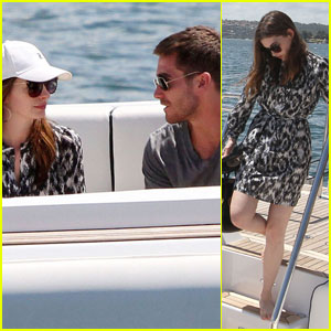 Jake Gyllenhaal & Anne Hathaway: We're On a Boat!
