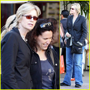 Jane Lynch: Sue Sylvester Throws a Hissy Fit!