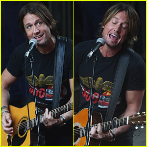 Keith Urban Performs At Pitt Street Mall
