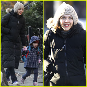 Maggie Gyllenhaal: Bundled Up in Brooklyn!