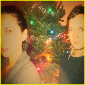 Elijah Wood &#038; Olivia Munn: Christmas Party!