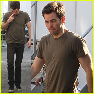 Chris Pine: 'Welcome to People' Set