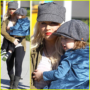 Christina Aguilera: Aquarium Visit with Max & Matthew!