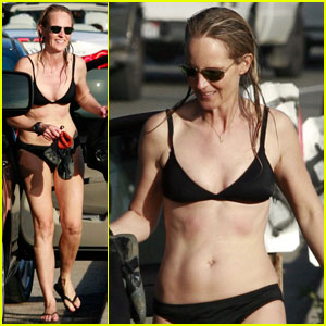 Helen Hunt: Bikini Surf's Up!