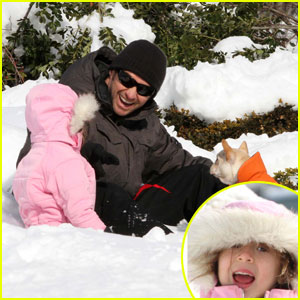 Hugh Jackman: Snowy Playdate with Ava & Peaches!