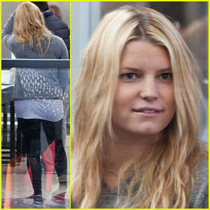 Jessica Simpson: Security Check-in Chick