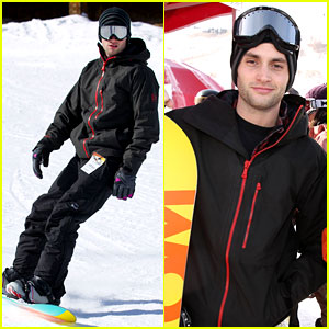 Penn Badgley: Snowboarding in Sundance!